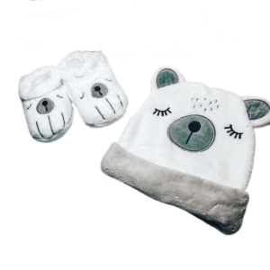 סט כובע ונעלי בית – דוב לבן